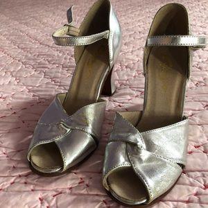 Capezio Peep Toe Silver shoes